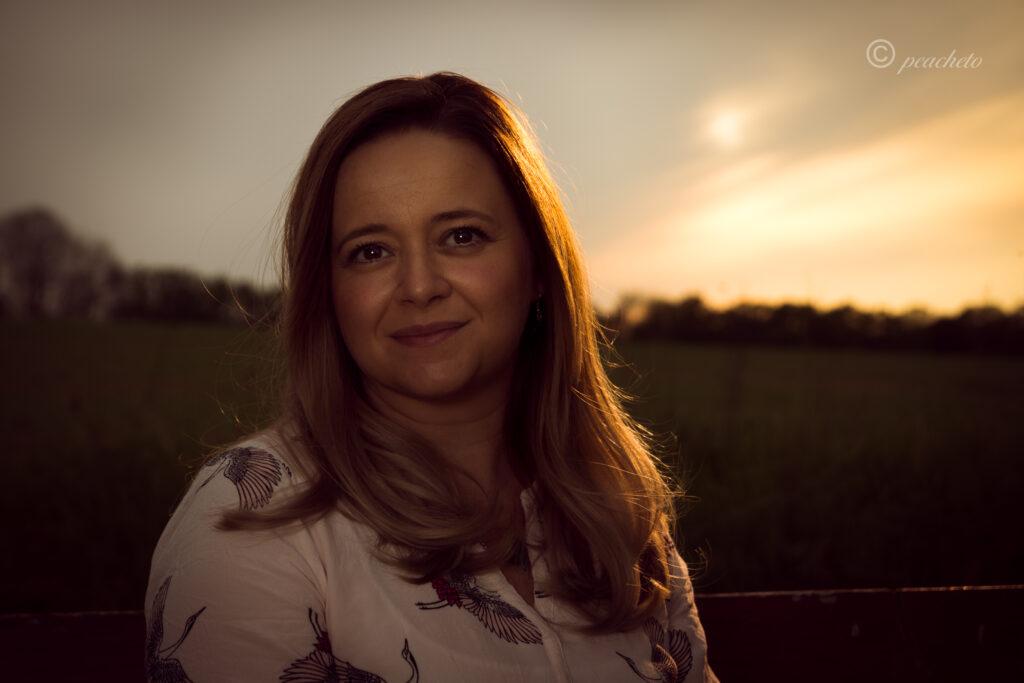 Shooting bei Sonnenuntergang, Steinmauer, Abendshooting, Pinkowitz, Porträt, Portrait
